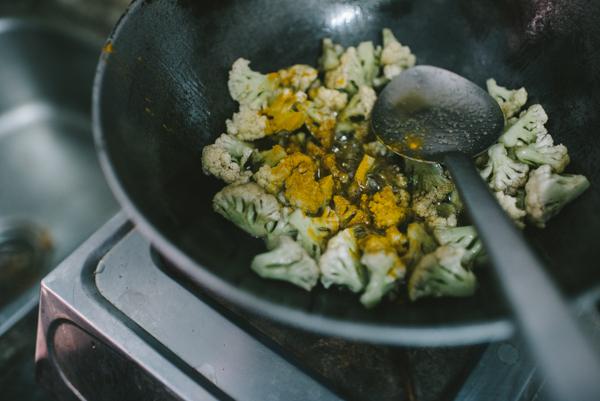 saute cauliflower turmeric