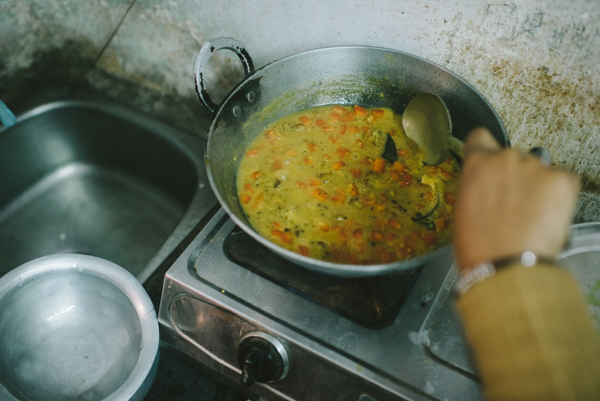 simmer dal pigeon pea bay leaves